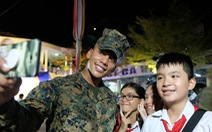 Hải quân Úc 'rực cháy' trong đêm với học sinh Nha Trang