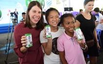 Tiêu thụ sữa tăng, nhưng 'cứ 4 trẻ thì có 1 em suy dinh dưỡng'