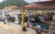 Trạm BOT Hòa Lạc - Hòa Bình tắc nghẽn vì tài xế dàn xe phản đối