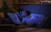 Để đèn khi ngủ có thể khiến phụ nữ tăng cân