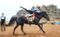 Thưởng thức tuyệt kỹ trên lưng ngựa của anh hào nữ kiệt Nội Mông