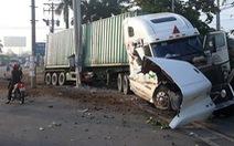 Xe container va chạm xe con trên quốc lộ 22, 5 người tử nạn