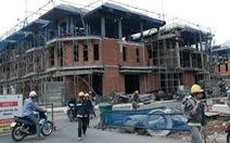Nhiều dãy biệt thự xây xong phần thô mới bị đình chỉ