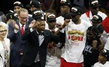 Raptors Toronto làm bóng rổ Mỹ... 'khóc'