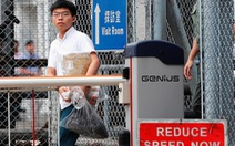 Nhà hoạt động sinh viên Hong Kong Hoàng Chi Phong ra tù