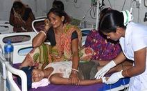 Hơn 100 trẻ em Ấn Độ tử vong vì hạ đường huyết, viêm não cấp