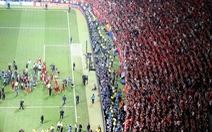 """Khoảnh khắc Liverpool ăn mừng vô địch, CĐV Tottenham """"bỏ rơi"""" đội nhà"""