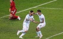 VAR 'hỗ trợ' Messi ghi bàn giúp Argentina sống còn