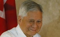 Cựu ngoại trưởng Philippines bị làm khó ở sân bay Hong Kong