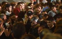 Biểu tình chống Nga nổ ra, Nga hồi hương công dân, dừng bay tới Gruzia