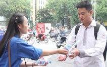 Hơn 12.000 tình nguyện viên thủ đô tiếp sức cho sĩ tử