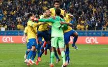 'Đấu súng' thắng Paraguay, Brazil giành vé vào bán kết