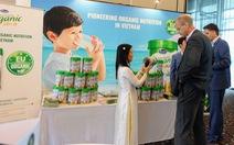 Thị trường sữa thêm 'cuộc đua' sản xuất sữa organic
