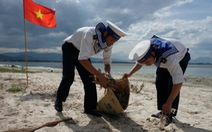 4.000 cán bộ, chiến sĩ hải quân cùng nhau làm sạch biển Cam Ranh