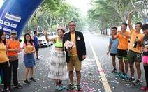 Về đích giải chạy bộ, bất ngờ được tổ chức... 'đám cưới'