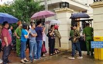 Hết thời hạn tạm giam, người nhà bị cáo 'vây' viện kiểm sát đòi thả người