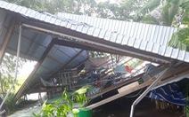 Mưa lớn kèm lốc xoáy làm tốc mái, sập 150 căn nhà ở An Giang