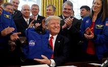 Ông Trump muốn lên sao Hỏa hơn là Mặt trăng