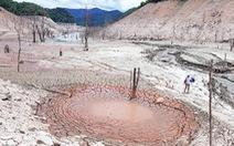 Lòng hồ thủy điện Bản Vẽ cạn trơ, trông như ở hành tinh khác