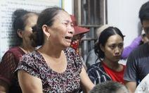 Dân 'vây' trụ sở xã yêu cầu khẩn trương cứu 9 ngư dân mất tích