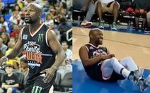 Xem tay đấm huyền thoại Mayweather bị 'hạ đo ván' trên sân... bóng rổ