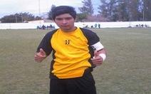 Thủ môn 17 tuổi người Argentina bị đột tử trên sân sau khi  dùng ngực cản phá phạt đền