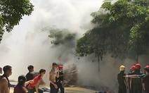 Video: Cháy lớn tại kho nguyên liệu làm giày da ở Thanh Hóa