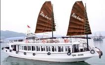 Quay lén khách tắm, một tàu du lịch ở vịnh Hạ Long bị đình chỉ hoạt động