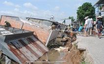 'Hà bá' nuốt chửng 5 căn nhà lúc nửa đêm, người dân may mắn thoát nạn