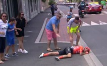 Va chạm khủng khiếp ở Tour De France, cuarơ nằm 'xụi lơ' bên lề với mặt đẫm máu