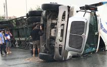 Video: Lật container trên đường dẫn cao tốc TP.HCM - Long Thành - Dầu Giây
