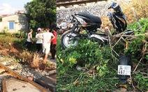 Cố băng qua đường sắt, hai nữ sinh bị tông chết