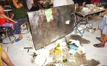 Khách dự Festival văn hóa ẩm thực du lịch quốc tế đi trên rác, ăn cạnh rác