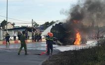 Xe ben và xe bồn tông nhau gây cháy lớn, hai người tử vong