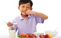 Cân bằng dinh dưỡng và vận động đầy đủ để trẻ khỏe mạnh