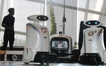 Robot '3 trong 1' ở Singapore: dọn vệ sinh, hát rap, và giỏi ngoại ngữ