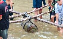 Sông khô cạn, 'lộ diện' quả bom khủng 330kg có bán kính sát thương 500m