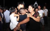 22h đêm, 7 thuyền viên sống sót 'cập' đất liền trong nước mắt