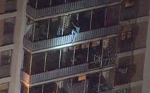 Thoát thân kỳ diệu: leo xuống hơn chục tầng khi tòa nhà 19 tầng cháy