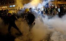Cảnh sát bắn đạn cao su, hơi cay vào người biểu tình Hong Kong