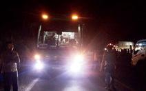 Xe khách va chạm với xe máy, 2 bé gái tử vong