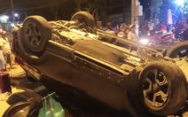 Video: Một chiếc ôtô gặp sự cố lật ngửa khiến gần 10 người bị thương