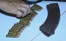 Truy nã nghi can dùng súng AK bắn người tình rồi tự sát