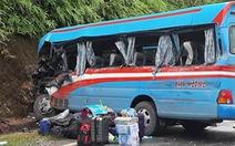 Xe chở đoàn đi tặng quà va chạm xe đầu kéo, 2 người chết, 3 bị thương