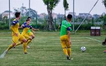 Tuyển U22 Việt Nam: Nỗ lực thích nghi với sân cỏ nhân tạo