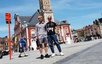 Công Phượng được săn đón xin chụp ảnh và chữ ký khi dạo phố ở Bỉ