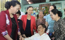 Chủ tịch Quốc hội thăm gia đình thương binh, liệt sĩ ở Củ Chi