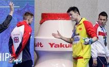 Lần thứ 2 bị tẩy chay, kình ngư Sun Yang chỉ mặt đối thủ nói 'tao thắng, còn mày thua'