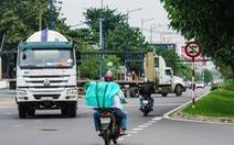 Tai nạn chực chờ trên đường song hành xa lộ Hà Nội