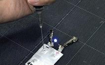 Công nghệ 'độc' thắp sáng đèn LED bằng nước tiểu